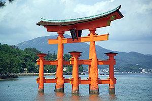 Torii del santuario shintô de Itsukushima